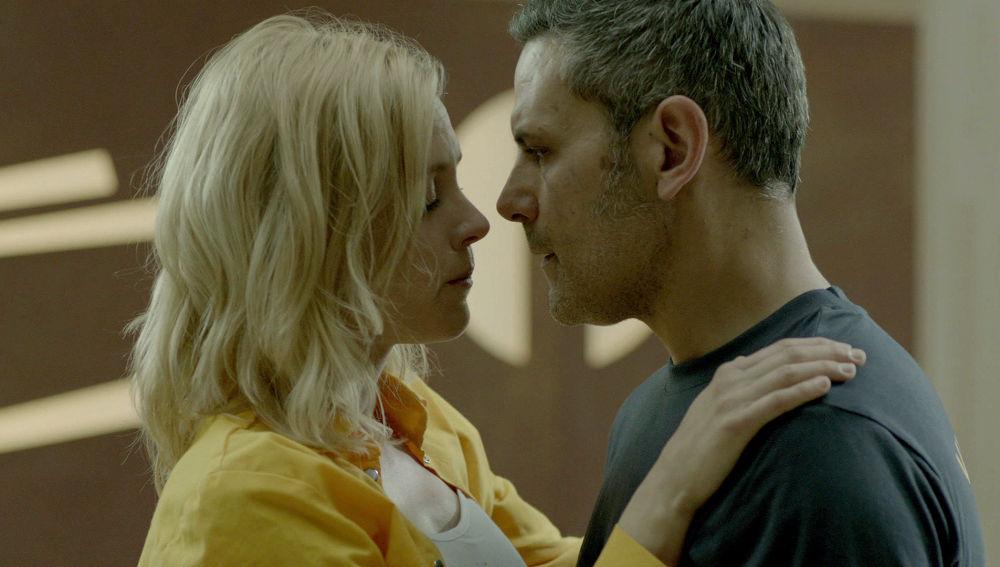 Macarena besa a Fabio