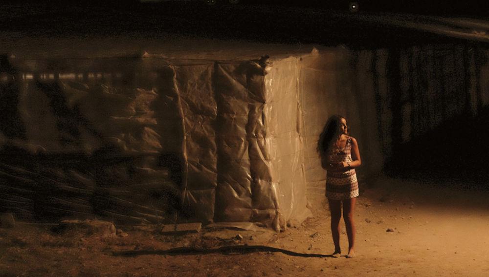 Ainhoa desaparece en el primer episodio de 'Mar de plástico'