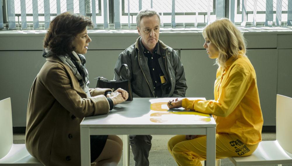 Leopoldo y Encarna visitan a su hija a Macarena en la cárcel