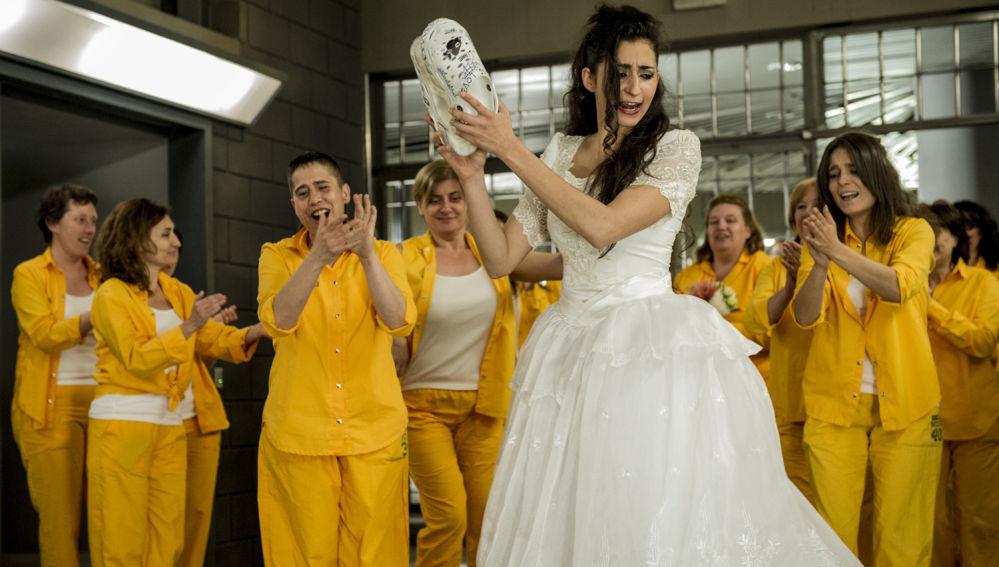 Saray acepta casarse en 'Vis a vis'