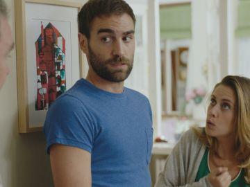 Antonio le propone a Iñaki que lo acompañe a cazar