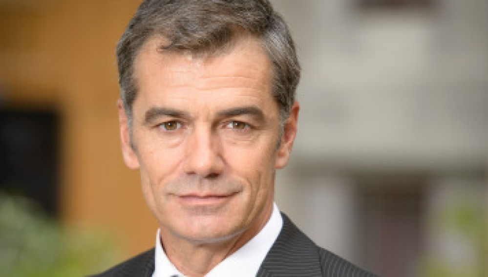 Toni Cantó como el cardiólogo Eugenio Martos