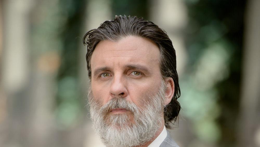 Armando del Río es Tomás Contreras