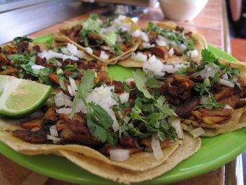 Tacos al pastor, una comida típica de México.