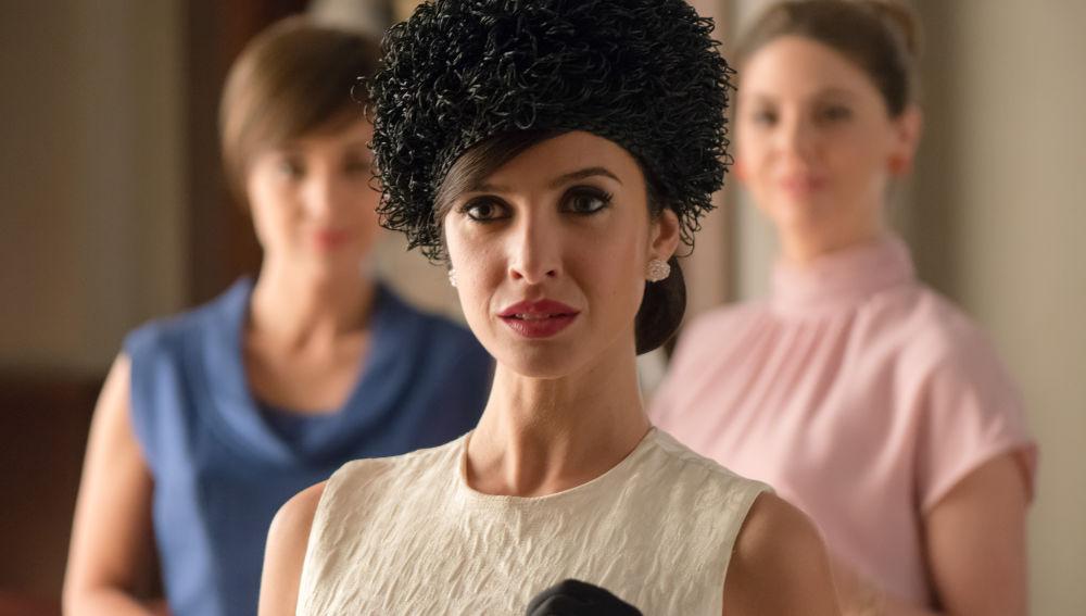 Paula Prendes es Adele, una misteriosa mujer que confirma que Alberto vive