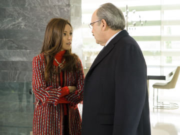 Amparo y Enrique desconfían de María en 'Sin Identidad'