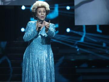 Cristóbal Garrido como Olga Guillot en 'Tu Cara No Me Suena Todavía'