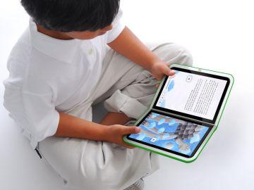 niño leyendo-un-ebook-en-tablet