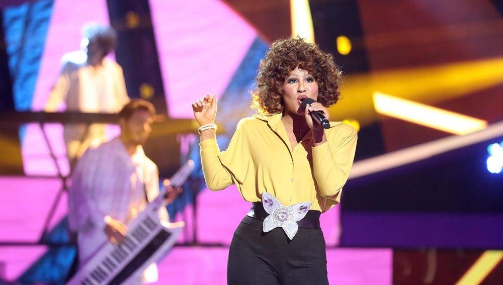 Lucía Gil gana la octava gala como Whitney Houston