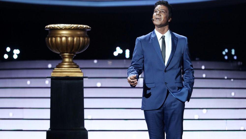 Miquel Fernández gana la gala 13 como Nat King Cole