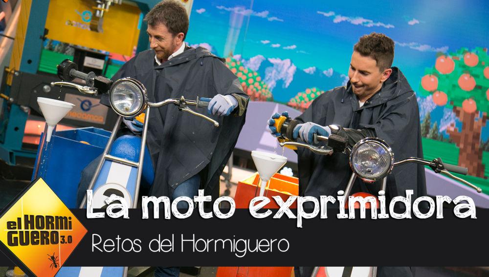 Jorge Lorenzo acepta el reto de 'La moto exprimidora' en 'El Hormiguero 3.0'
