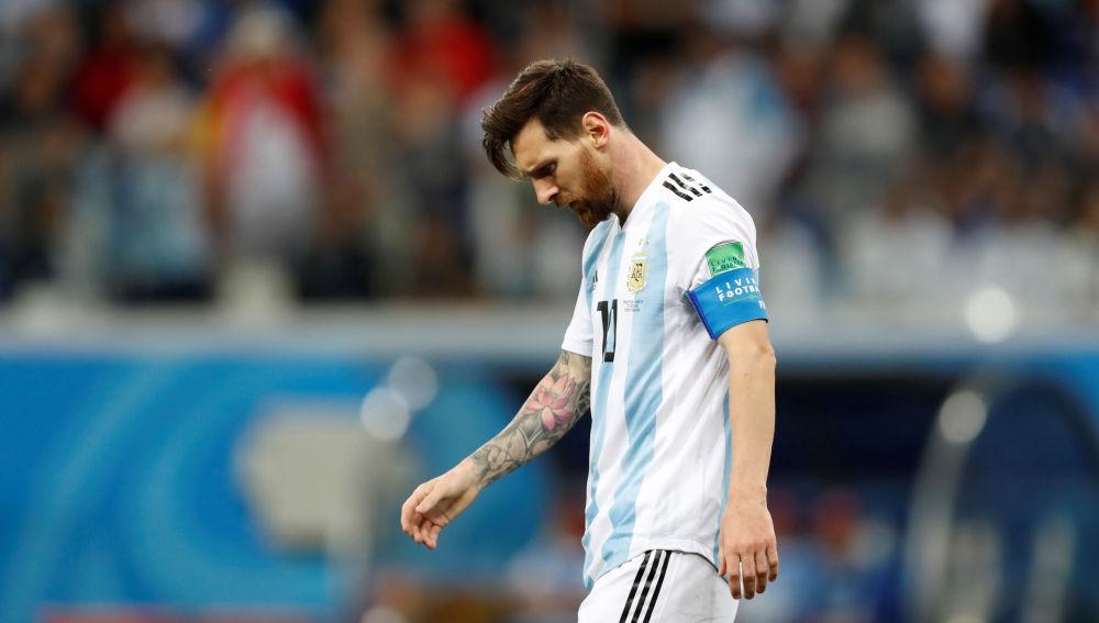 Leo Messi, cabizbajo en el partido de la selección argentina