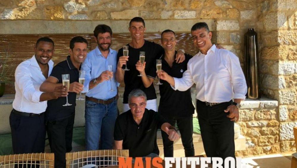Cristiano junto a Mendes y Agnelli tras cerrarse su marcha a la Juventus