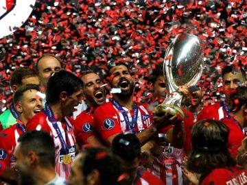 El Atlético de Madrid celebra el título de la Supercopa de Europa