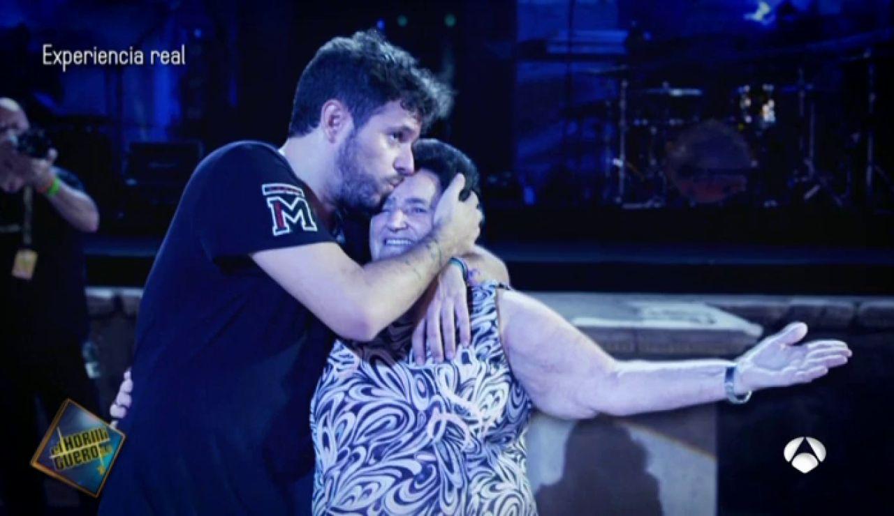 La emotiva sorpresa de Pablo López a Jacinta en uno de sus conciertos