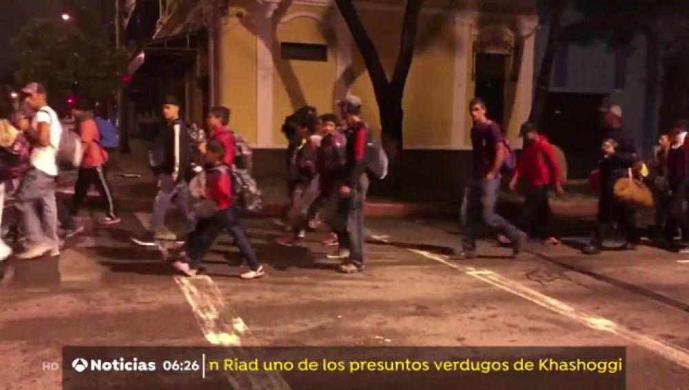 3.000 hondureños intentan llegar a pie a EEUU