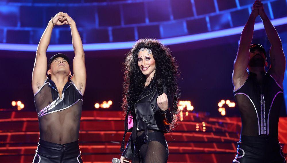 Actuación Roser como Cher