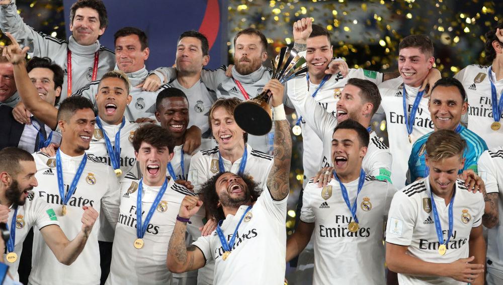 Los jugadores del Real Madrid celebran su victoria en el Mundial de Clubes