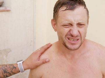 Adrián sufre un colpe de calor colgado a decenas de metros de altura