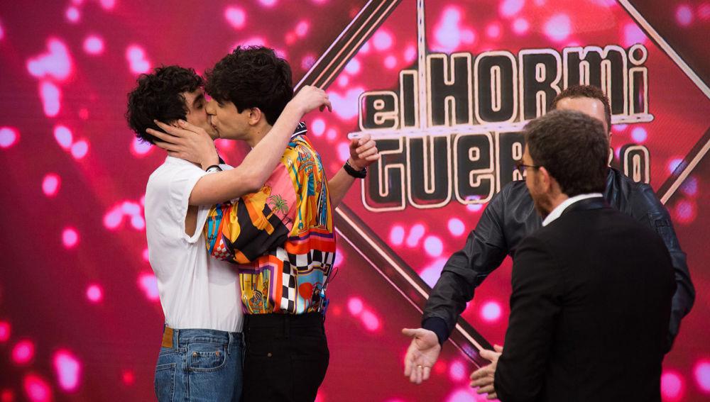 Vídeo: Los Javis se dan el 'Sí, quiero' en El Hormiguero 3.0