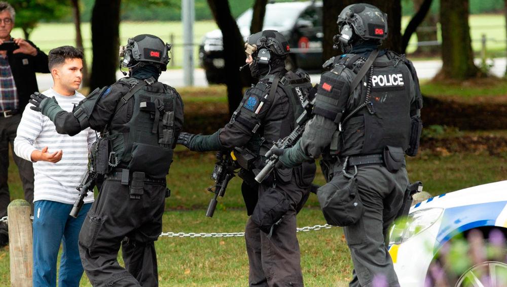Policía de Nueva Zelanda tras el doble atentado