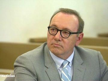 REEMPLAZO Kevin Spacey, en el banquillo por abusar presuntamente de un joven