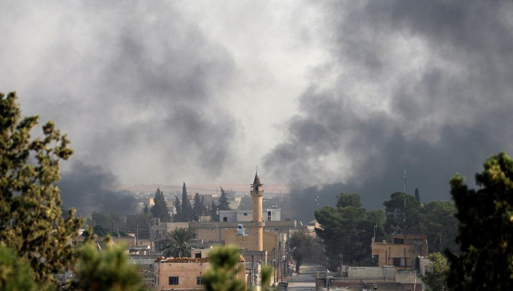 Panorámica de la ciudad de Tel Abyd tras los ataques en el marco de la ofensiva de Turquía lanzada contra los kurdos en el noreste de Siria