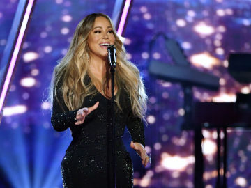 Mariah Carey anuncia la Navidad con un divertido video