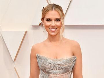 Scarlett Johansson en la alfombra roja de los Oscar 2020