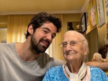 'Cuarentata': los divertidos vídeos de Miguel Ángel Muñoz con su abuela de 95 años