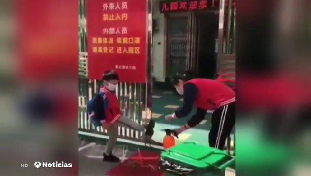 Desinfección en una escuela china