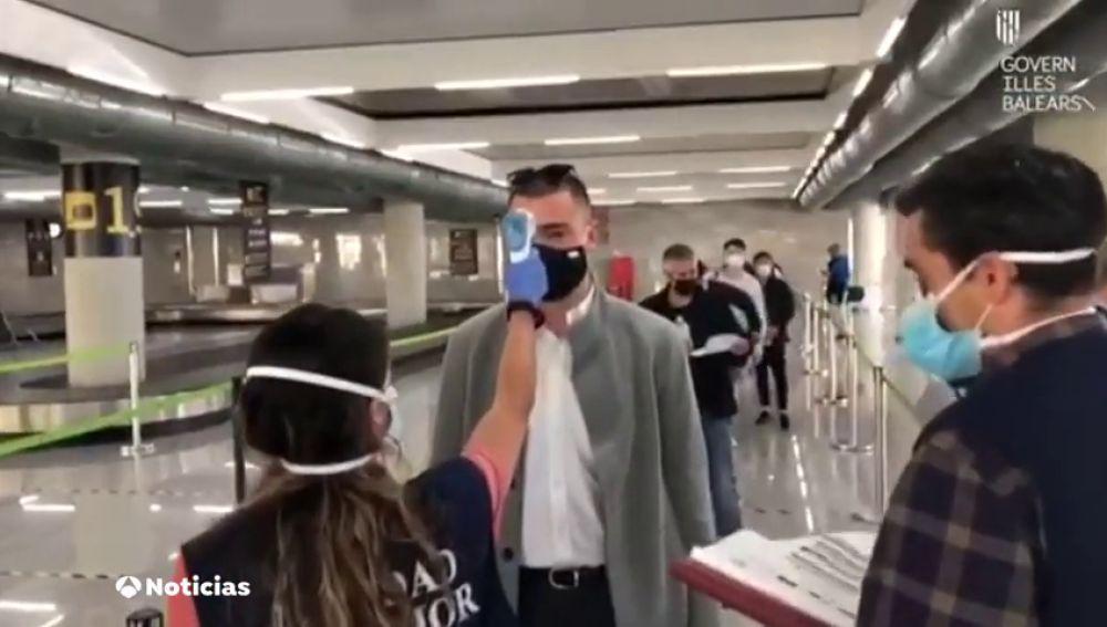 Controles de temperatura a los pasajeros en Baleares