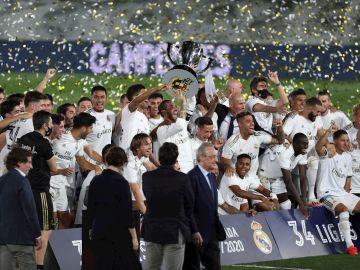 El Real Madrid levanta el título de Liga