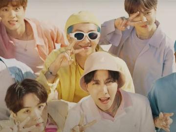 BTS en el vídeo de 'Dynamite'
