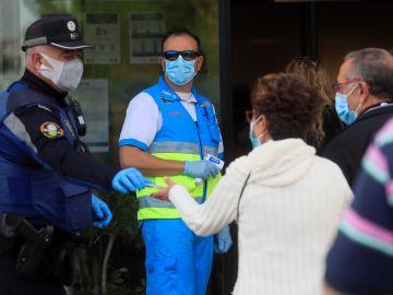 La Comunidad de Madrid ha comenzado a hacer este martes las pruebas rápidas de antígenos en Puente de Vallecas