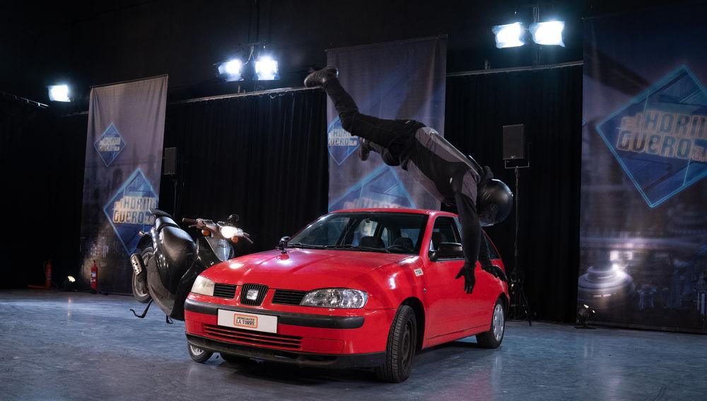 """'El Hormiguero 3.0' pone a prueba el 'chaleco airbag' simulando un accidente real de moto: """"En el primer ensayo ha funcionado y ahora no"""""""