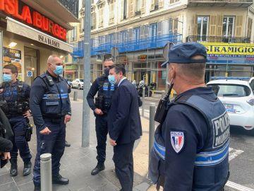 El alcalde de Niza junto a la Policía Nacional en el lugar de los hechos
