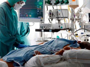 laSexta Noticias 20:00 (18-11-20) Los pacientes COVID ingresados en hospitales bajan a menos de 20.000 por primera vez en 15 días