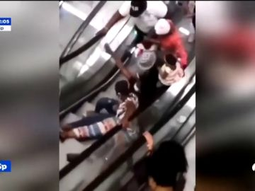 20 caídas diarias en las escaleras mecánicas del primer centro comercial de Camerún