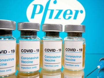 Reino Unido alerta a los alérgicos de que no se pongan la vacuna de Pfizer por reacciones adversas