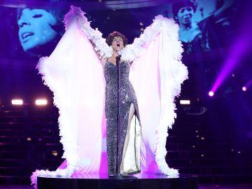 Una empoderada Cristina Ramos alza la voz y arrasa con el himno 'I am what I am' como Shirley Bassey