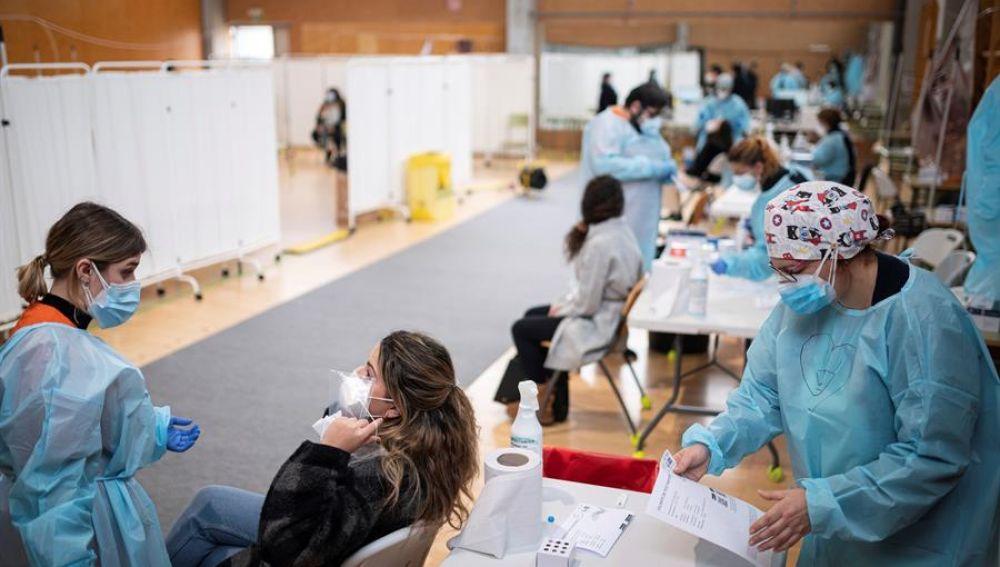 Test de antígenos a jóvenes en Alcalá de Henares