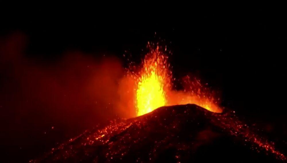 Activos por primera vez en 20 años los cuatro cráteres del volcán Etna