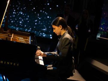 Alexandra Dovgan brilla al piano con una pieza de Chopin en 'El Hormiguero 3.0'