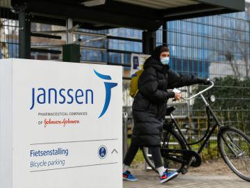 laSexta Noticias 14:00 (13-04-21) Sánchez, sobre la suspensión de Janssen en EEUU: 'Estos parones demuestran las garantías de estas vacunas'