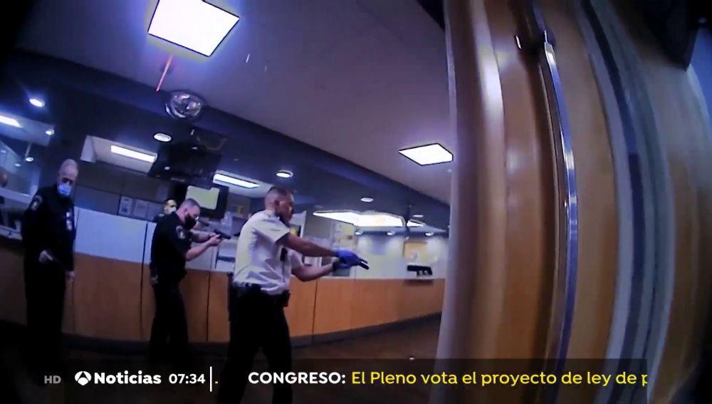Agentes de policía disparan y matan a un hombre negro en un hospital de Ohio