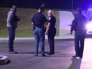 Noticias de la mañana (16-04-21) Un tiroteo en la sede de FedEx en Indianápolis deja múltiples víctimas