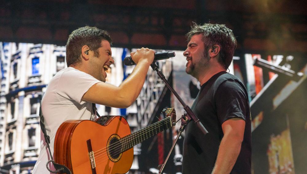 Estopa celebra sus 20 años en la música con un concierto incendiario en Starlite
