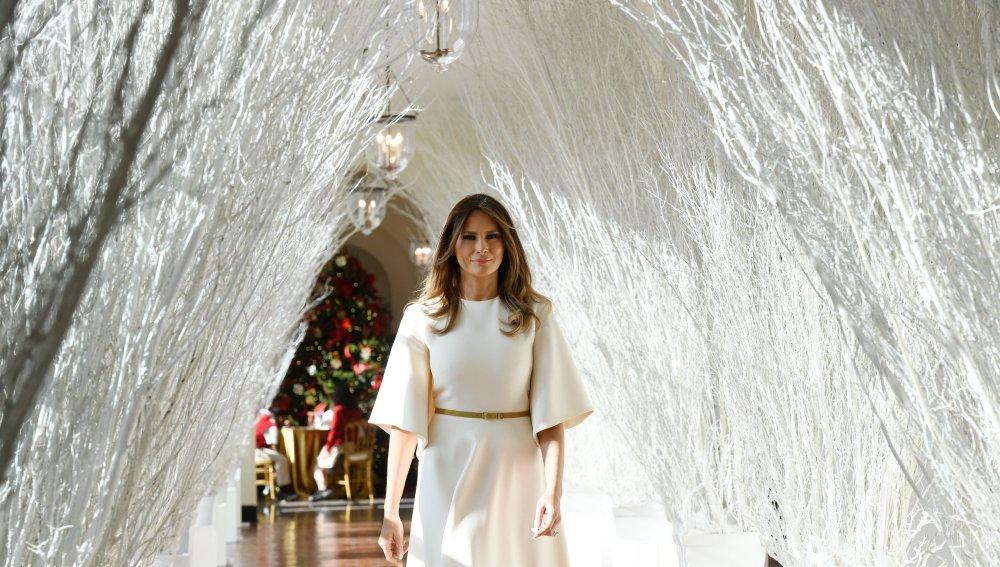 Melania Trump decora la Casa Blanca para Navidad