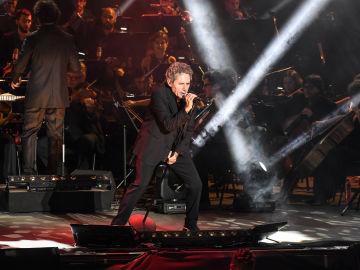 Miguel Ríos causa furor en Starlite con la fusión del rock & roll y la música clásica